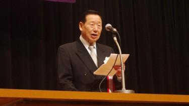 校長の式辞に続いて、 当・日本福祉教育専門学校を含めて グループ5校を形成している学校法人敬心学園の 小林理事長より祝辞をいただきました。