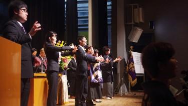 おわりに、列席者全員で「花は咲く」を斉唱しました。