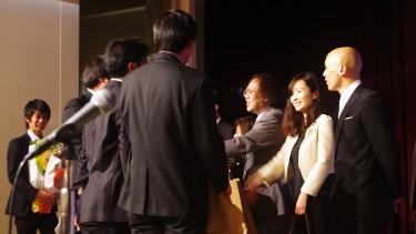学生代表者が先生の前へ