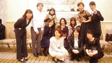 音楽療法コース 平野先生を囲んで記念写真