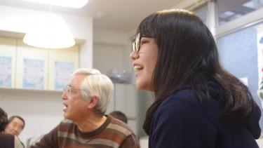 一緒に唄っている学生も楽しそうに唄っていました。