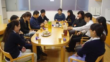 お茶とお菓子を食べながら反省会