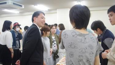 松永先生も歓談に参加して学生との会話が弾みます♪
