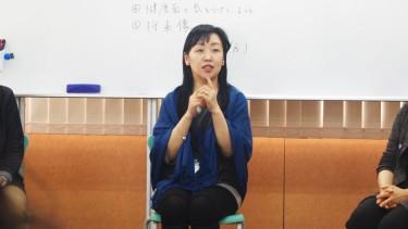 質問に答える菊地先生(社会福祉専門)