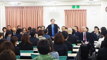 ご挨拶する寺澤先生 精神保健福祉士養成科学科長兼、教務副部長