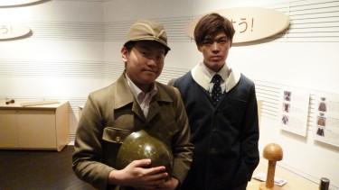 こちらは、戦争中の「国民服」「もんぺ」と呼ばれた服を着る体験コーナー。