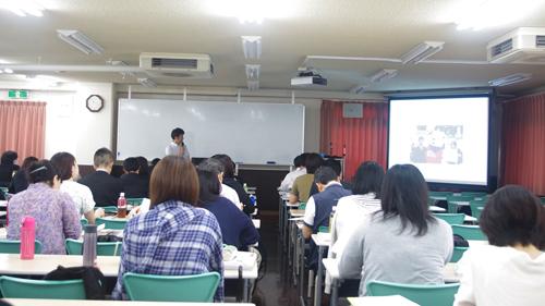 講義に集中する学生たち