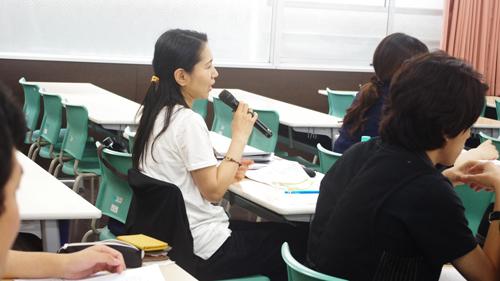 最終実習を前に、質問をする学生