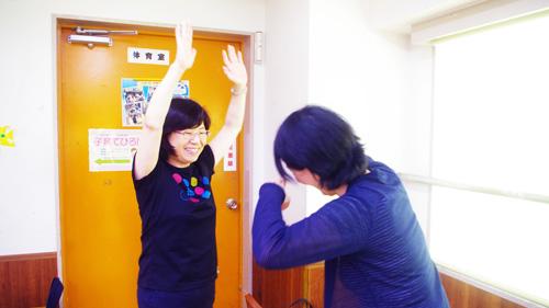 ソーシャル・ケア学科中島先生、ゲームに勝ちました!介護福祉学科細野先生、残念…