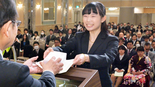 笑顔の卒業生