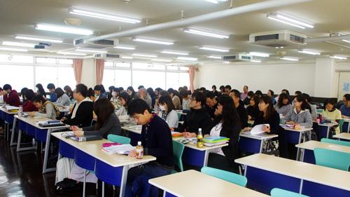 教室は介護福祉学科1年生でいっぱいです!