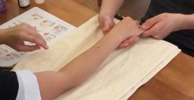 【カイゴのミライ】ハンドケアの実習を行いました!