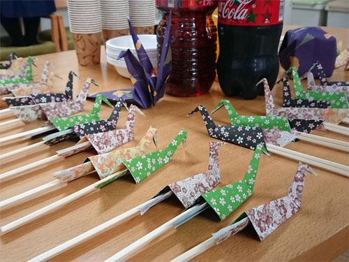 職員の皆さんが、折り紙で箸置きを折ってくれました!